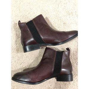 Gianni Bini dark red-brown leather Chelsea boots
